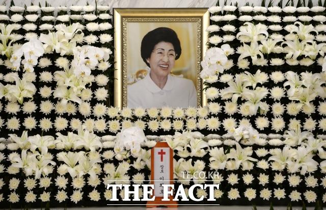 박지원 민주평화당 의원에 따르면 김여정 부부장은 남북교류를 하는 일이 이희호 여사의 유지를 받드는 일이라고 말했다. 서울 서대문구 신촌동 세브란스병원 장례식장에 이희호 여사의 빈소가 마련돼 있다. /사진공동취재단