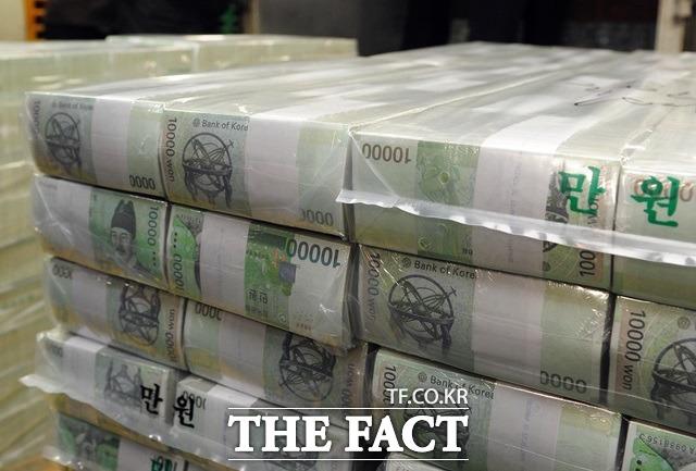 내일(17일)부터 제2금융권도 총부채원리금상환비율 DSR 규제를 적용 받는다.