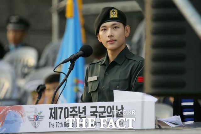 가수 겸 배우 임시완이 휴가 특혜 논란에 휩싸였다.  /더팩트DB