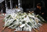 [TF포토] 사망한 시위자 추모하는 홍콩 시민들