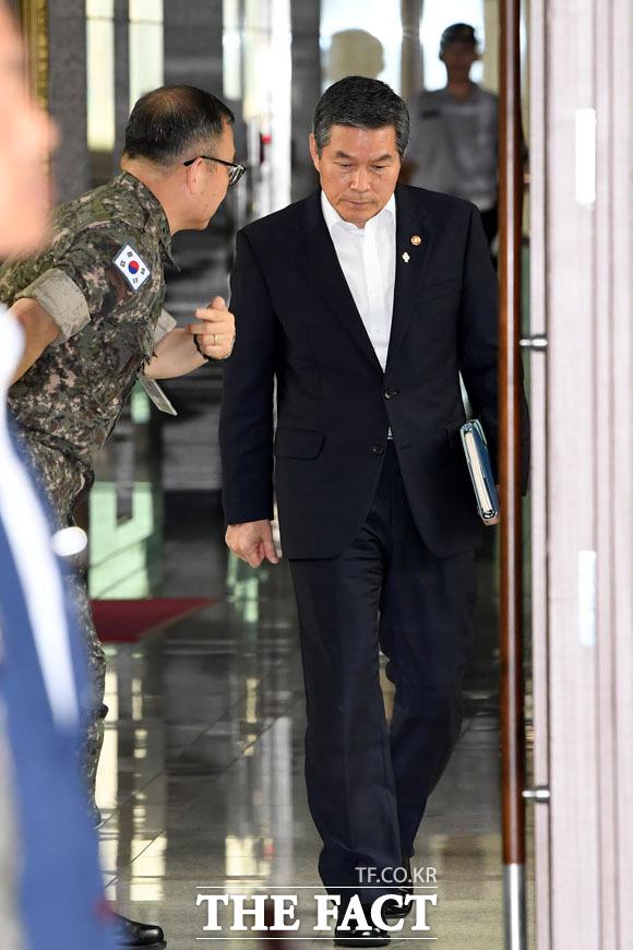 19년 전반기 전국주요지휘관회의에 참석하는 정경두 국방부 장관