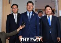 [TF포토] 국회찾은 김연철 장관, '한·미·중 외교 방향성은?'