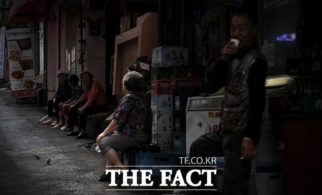 이제 고독사는 노인들만의 문제가 아닌, 누구나 겪을 수 있는 사회적 문제로 다가오고 있다.