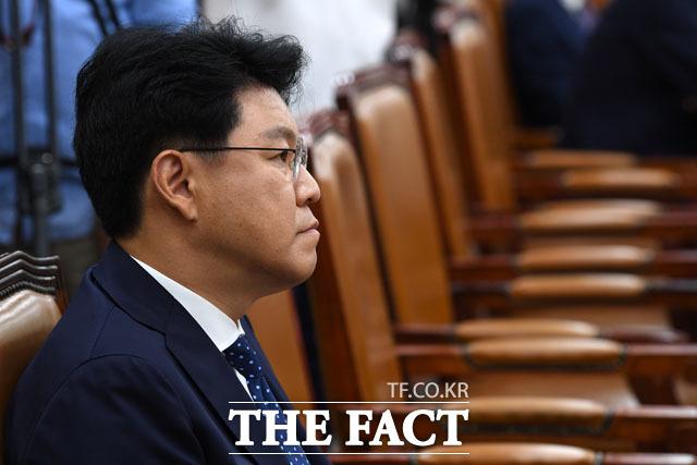 장제원 한국당 의원은 이번 논란에 안에서는 사활을 걸고 패스트트랙 강행을 저지하려고 몸부림을 치고 있는데, 밖에서는 그토록 축제를 열어야 합니까?라고 당 지도부를 비판했다. /남윤호 기자