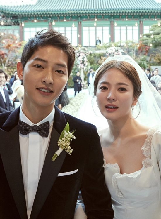 송중기(왼쪽)가 송혜교를 상대로 이혼 조정 신청을 했다. /블러썸엔터테인먼트-UAA 제공