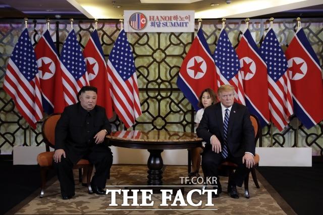 문정인 대통령 통일외교안보 특보는 북미정상회담 결렬에 대해 분석했다. 김정은 북한 국무위원장과 도널드 트럼프 미국 대통령이 베트남 하노이에서 정상회담을 하고 있는 모습. /하노이(베트남)=AP/뉴시스
