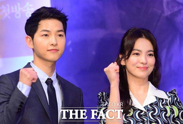 송중기(왼쪽)와 송혜교는 27일 이혼 조정 신청을 했다고 전했다. /더팩트DB