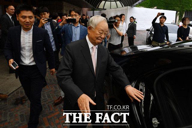 간담회 마치고 이동하는 손경식 CJ그룹 회장. /남윤호 기자