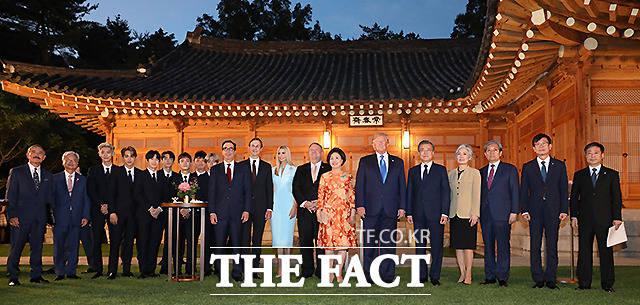 트럼프 대통령의 이번 방한은 세계를 놀라게 했다. 역사상 처음 한국 땅을 통해 북한 땅을 밟은 미국 대통령이 끌어갈 비핵화 협상에 세간의 이목이 쏠린다. /뉴시스