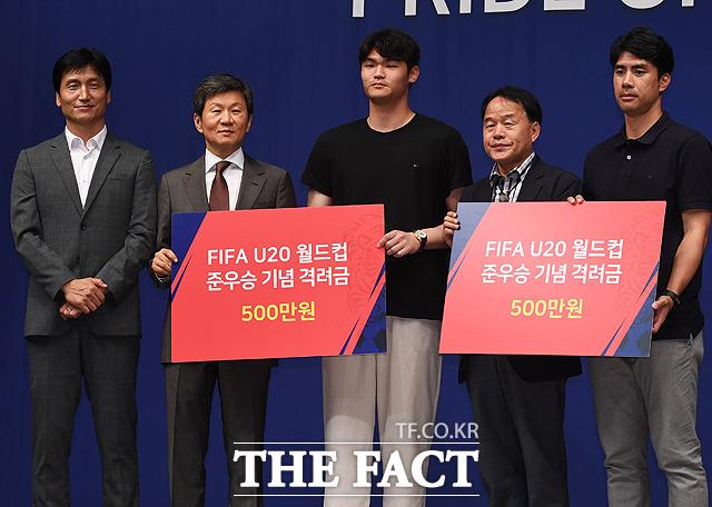 박지민(가운데)