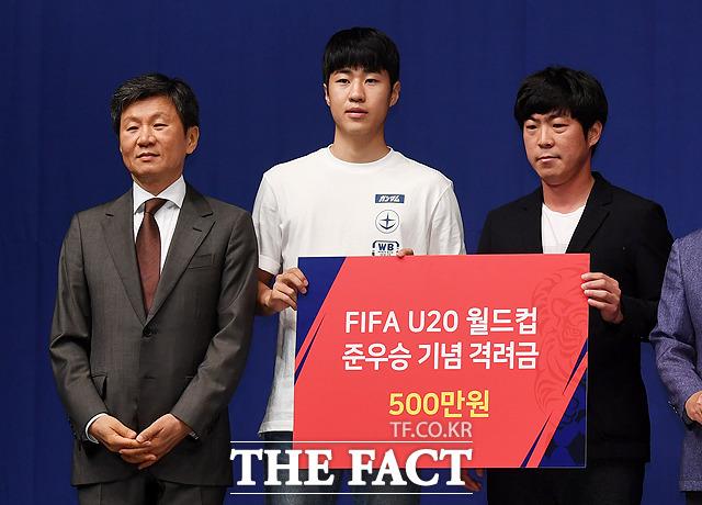 김현우(가운데)