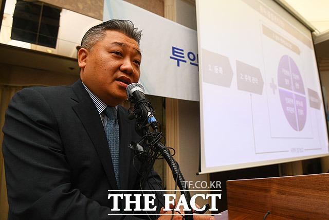 유수현 코오롱생명과학 상무가 대책안을 발표하고 있다.