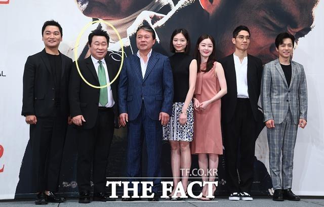 임하룡(원안, 왼쪽에서 두번째)은 지난달 27일 종영된 OCN 수목드라마 구해줘2에서 극 중 마을이장 박덕호 역을 연기했다. 사진은 지난 5월 드라마 방영 직전 제작발표회 당시. /이동률 기자