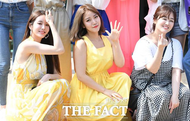 박성연과 김희진, 정미애(왼쪽부터)