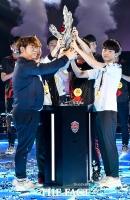 [TF포토] 세 번째 도전 끝에 '아시아 최강자' 자리 오른 LCK