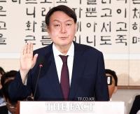 [TF포토] 선서하는 윤석열 검찰총장 후보자, '검찰의 주인은 국민!'