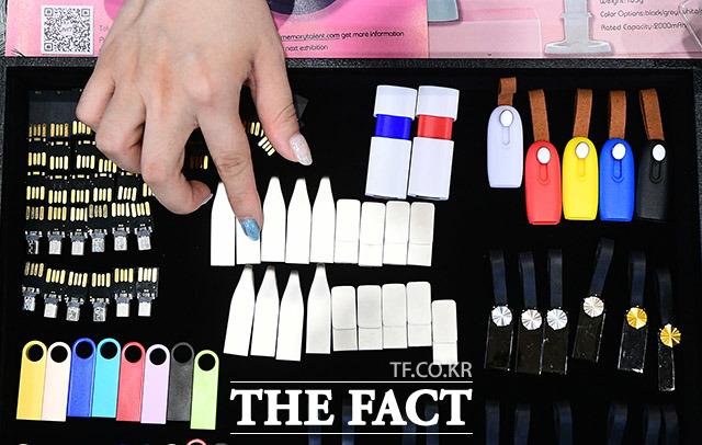 다양한 색상과 디자인의 스마트 USB