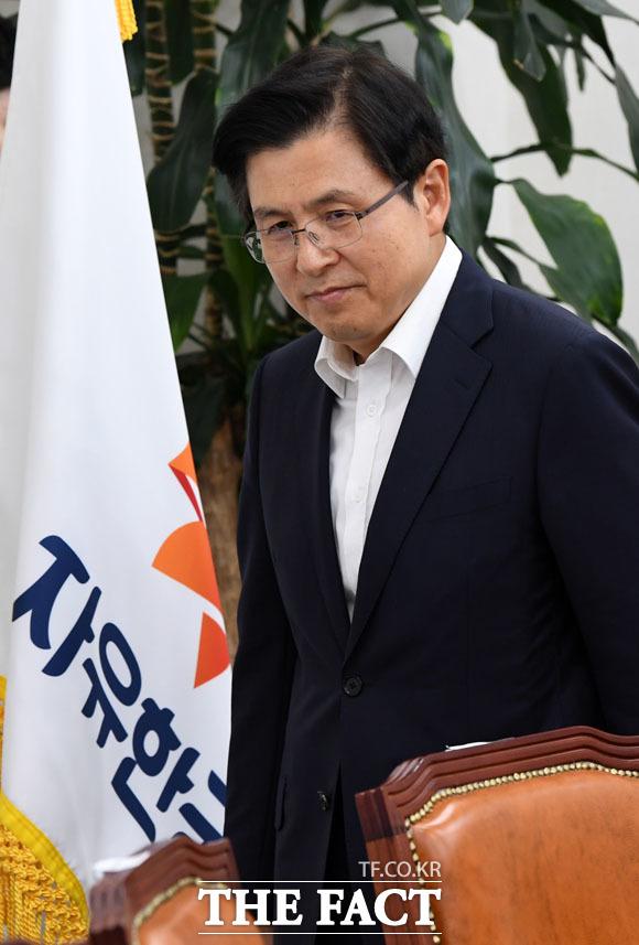 황교안 자유한국당 대표가 당 안팎으로 위기에 휩싸인 모양새다. /국회=남윤호 기자
