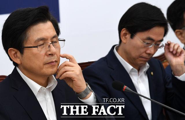 굳은 표정을 한 황교안 대표. /남윤호 기자
