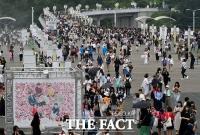 [TF사진관] 일본을 강타한 BTS의 인기…'공연장 향하는 아미들'