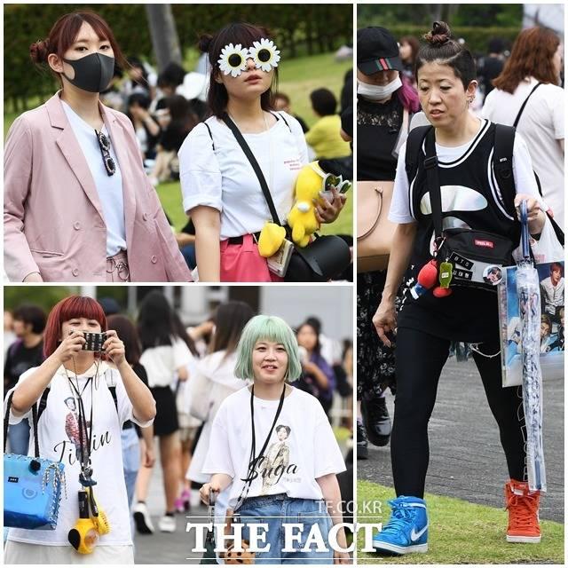 방탄소년단(BTS)의 일본 시즈오카 공연(BTS Speak Yourself Shizuoka)을 앞둔 14일 오전 일본 시즈오카 스타디움 에코파를 찾은 아미들이 화려한 패션을 뽐내고 있다. / 시즈오카(일본)=배정한 기자
