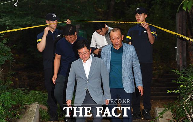 현장을 살피고 나오고 있는 김용태 자유한국당 의원. 김 의원은 제 친형 같은 정 전 의원이 대한민국 정치 사회에 남긴 족적은 깊고도 선명하다며 안타까워했다. /이동률 기자