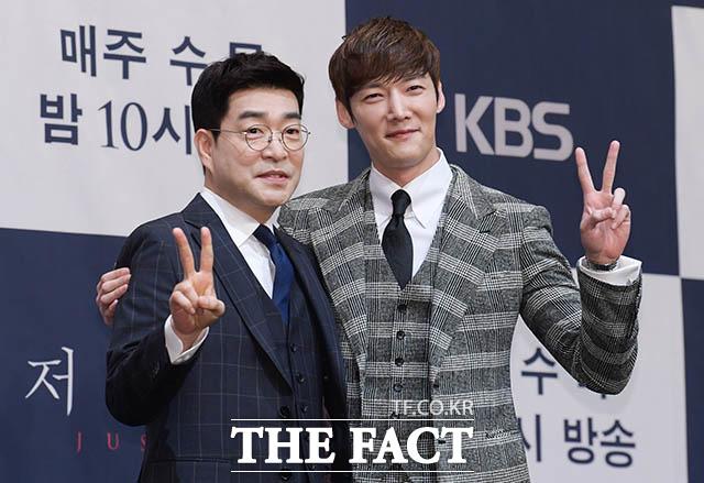 손현주(왼쪽)와 최진혁