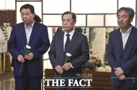 [TF포토] 고 정두언 전 의원 빈소 찾은 김병준 전 자유한국당 비대위원장