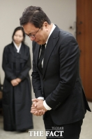 [TF포토] 김승우 '고 정두언 전 의원 빈소에서 눈물'