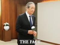 [TF포토] 고 정두언 전 의원 빈소 향하는 정몽준