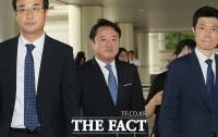 [TF포토] '차명주식 의혹' 이웅열 전 코오롱 회장 법원 출석