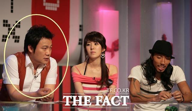 제주에 거주 중인 김현철(왼쪽 원안)은 이웃집과 갈등을 빚으며 소송에 휘말렸다. 사진은 과거 케이블채널 Mnet 추적 엑스보이프렌드 녹화 당시. /더팩트 DB