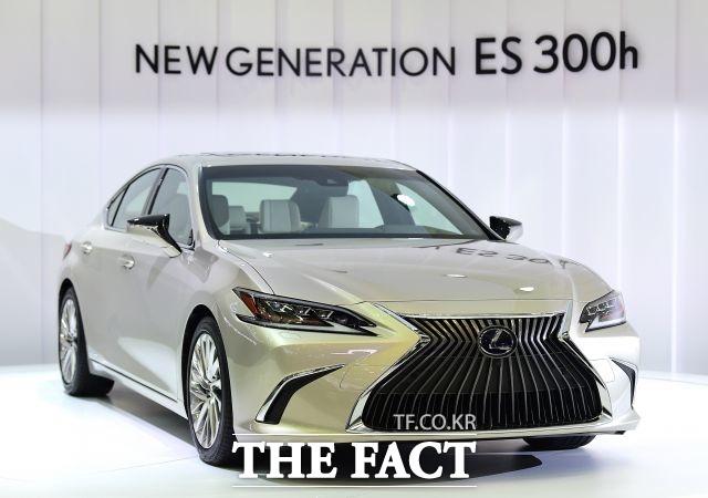 한국수입자동차협회에 따르면 올해 6월까지 판매된 수입차는 10만9314대 중 일본차는 2만3482대로 점유율 22%를 기록했다. 사진은 렉서스 하이브리드 모델 ES 300h /더팩트 DB