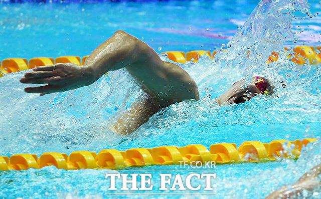22일 오후 광주 광산구 남부대학교시립국제수영장에서 제18회 2019 광주FINA세계수영선수권대회 경영 자유형 200m 준결승이 열린 가운데 중국의 쑨양이 역영하고 있다. /광주=이동률 기자