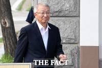 [TF포토] '보석 석방' 양승태, '구치소 나서며 옅은 미소'