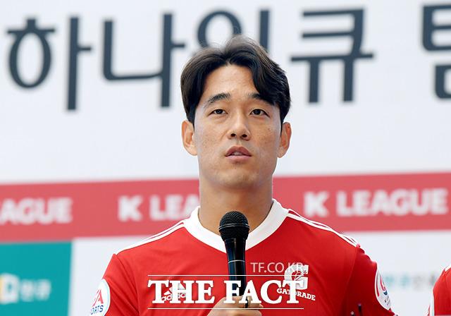 팬사인회 전 인터뷰하는 박주영