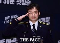 [TF포토] 조교 출신 천정명, '완벽한 거수경례'