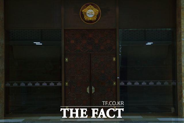 올 들어 열려 있을 때보다 닫혀 있을 때가 더 많은 국회 본회의장 출입구./남윤호 기자