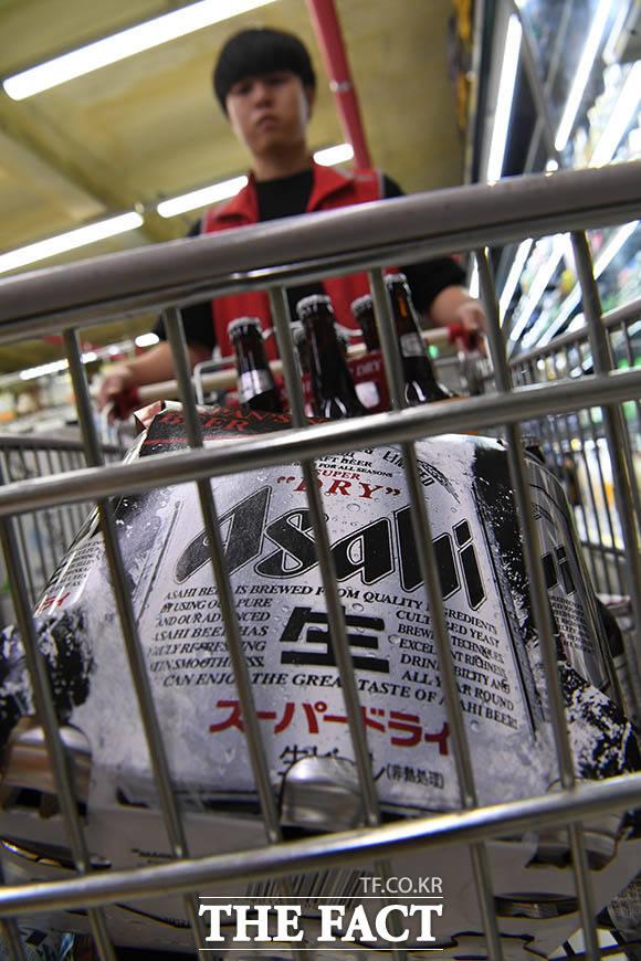 일본산 맥주 불매운동으로 인해 오랜 기간 수입맥주 판매량 1위를 달리던 아사히는 칭따오에게 1위 자리를 내줬다.