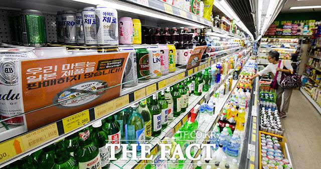 일제 불매 운동에 동참한 서울 은평구 푸르네마트의 관계자는 과자나 식품과는 달리 맥주는 반품을 받지 않아 어쩔수 없이 일본산 맥주를 전량 폐기했다고 말했다.