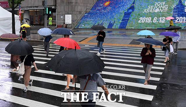 알록달록 개성만큼 다양한 우산들과