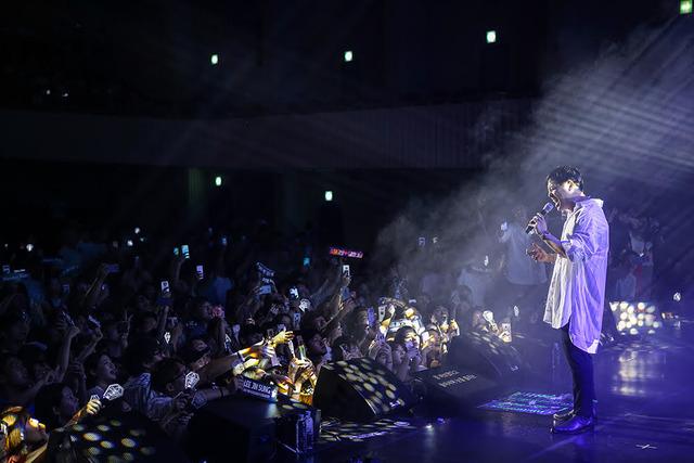 이진성은 광주, 대전, 부산, 대구를 거쳐 지난달 20일 서울 세종대학교 대양홀에서 콘서트를 개최했고 독보적인 가창력으로 발라드 맛집이라는 타이틀을 빛나게 했다. 끝없는 앙코르와 떼창이 이어질 정도로 성황이었다. /피플E&M 제공