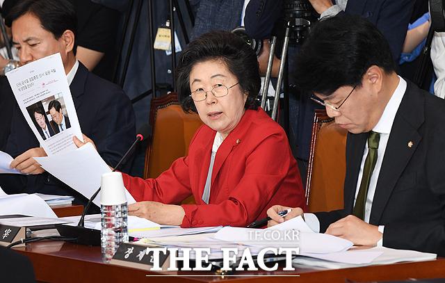 국회 법제사법위원회 전체회의에서 질의하는 이은재 자유한국당 의원. /배정한 기자
