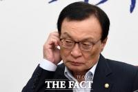 [TF포토] '귀가 간지러운' 이해찬 민주당 대표