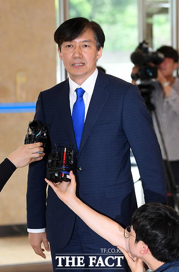 차기 법무부장관으로 지명된 조국 전 청와대 민정수석이 9일 오후 서울 종로구 적선동 적선현대빌딩에서 소감을 밝히고 있다. /이새롬 기자