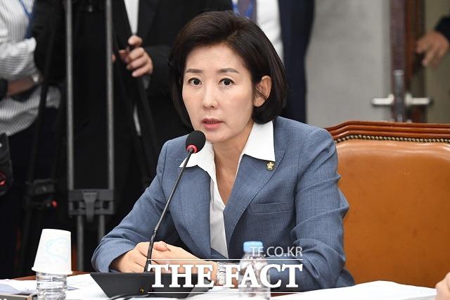 나경원 자유한국당 원내대표가 자신의 기사에 악성 댓글을 단 누리꾼들을 경찰에 고소했다. /남윤호 기자
