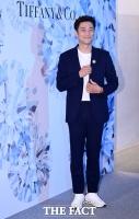[TF포토] 지진희, '멋진 캐주얼룩 패션'