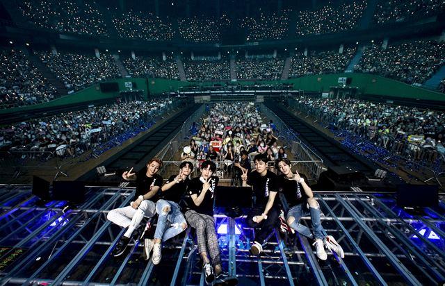 데이식스가 지난 9일부터 11일까지 월드투어의 시작을 알리는 서울 공연을 펼쳤다. /JYP 엔터테인먼트