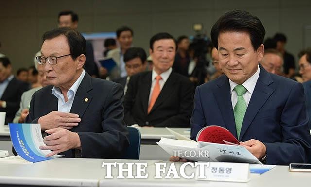 정동영 민주평화당 대표(오른쪽)