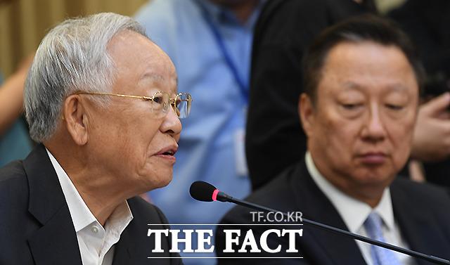 2차 회의에 참석한 손경식 한국경영자총협회 회장(왼쪽)